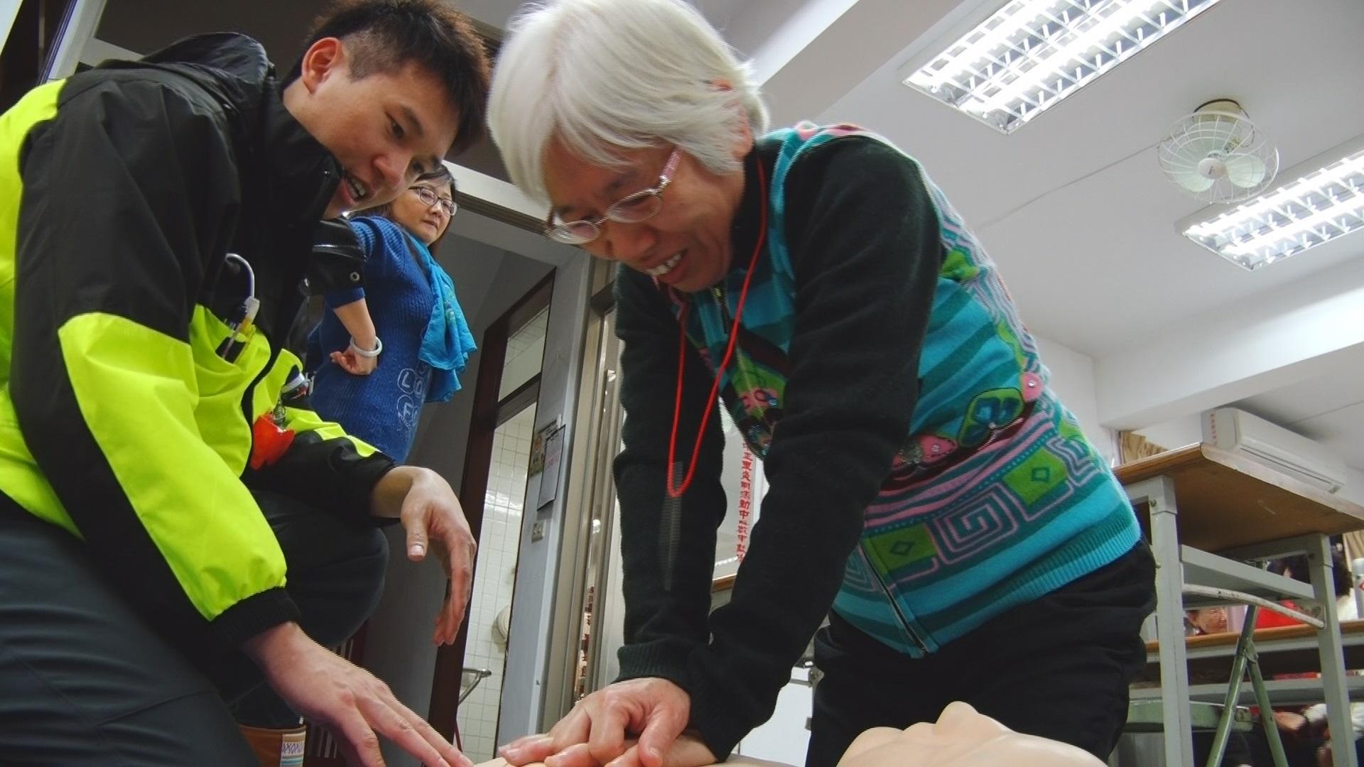 教銀髮族CPR 陳儀君推動高齡自主學習課程