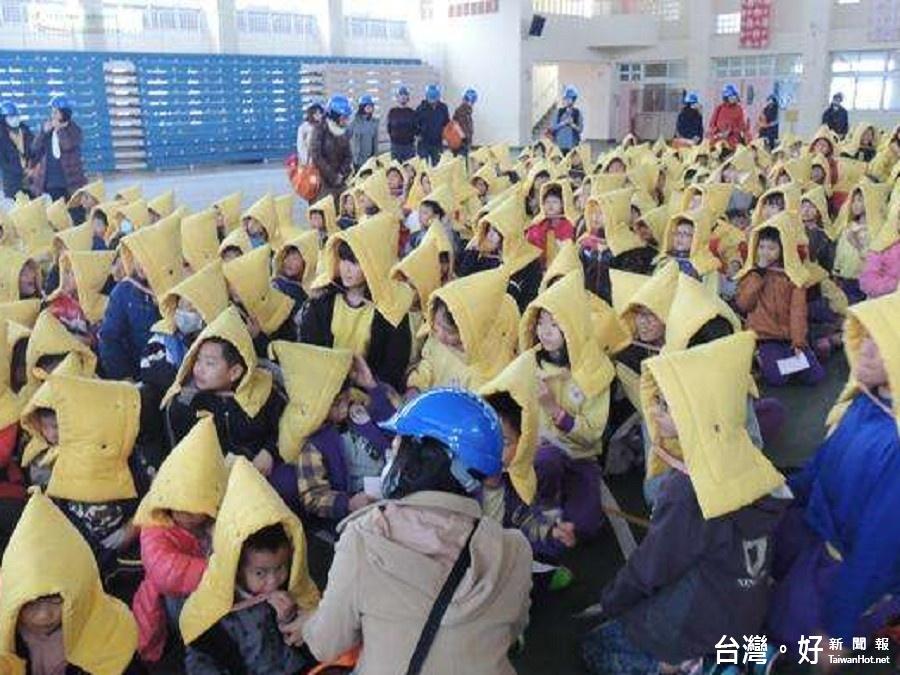 體驗遭遇震災感受 林聰賢與宜縣學子一同參與防災演練