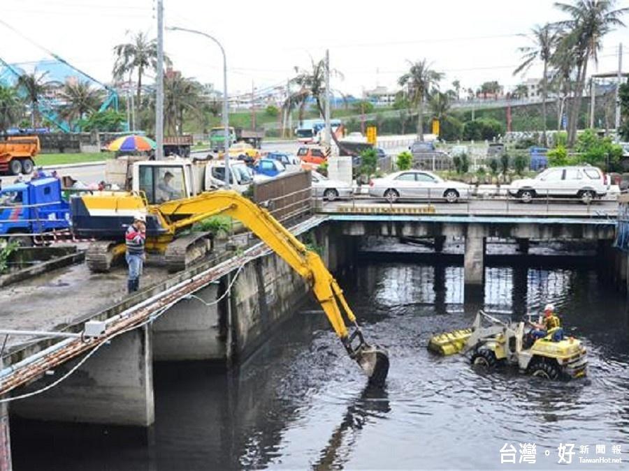為梅雨季防範 田智宣視察南濱抽水站清淤作業