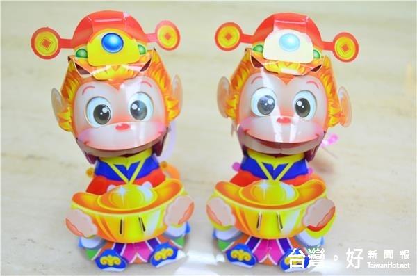 花蓮公所推出「財神猴小燈籠」 供民眾免費索取