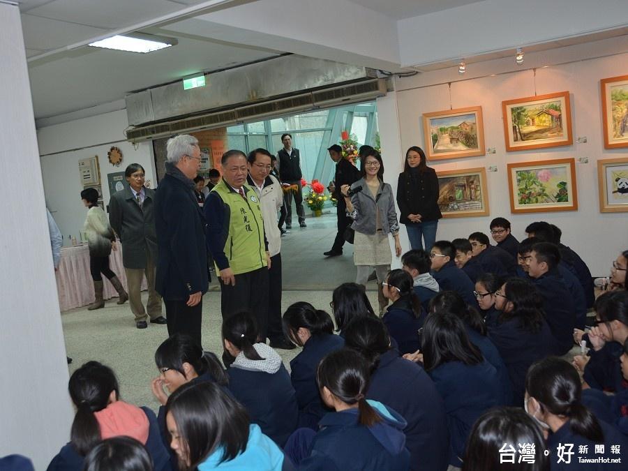 中正國小、馬公國中聯合畫展 陳光復現身勉勵學子