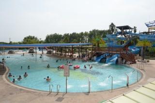 親水公園戲水池由烏山頭水庫直接供水,開放期間還有專人定時檢測水質,確保衛生無虞。