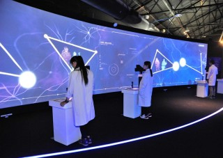 一年一度產業科技研發展「解密科技寶藏」今(27)日於駁二藝術特區盛大登場,展出77項創新科技,包括精密機械、生技醫材、綠色能源等。(圖/記者潘姿瑛攝)