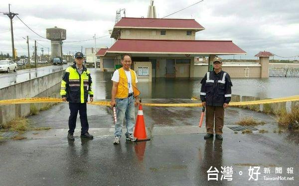 感謝員警堅守崗位防潮 北港警友會前往各分駐所慰勤