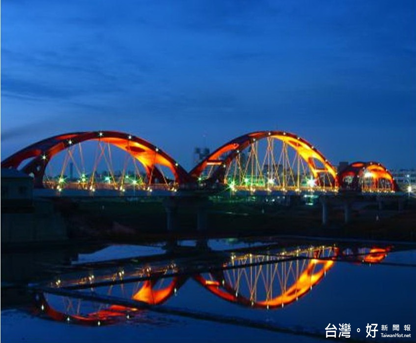 營造北港燈區水上光環境 北港觀光吊橋年底換新貌
