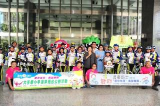 ▲婦幼關懷成長協會發起單車環台公益活動,市長陳菊勉勵堅持到底。(圖/攝影許凱涵)