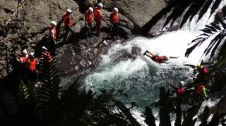 北橫旅遊節宇內溪溯溪活動於復興區小烏風景區展開體驗。