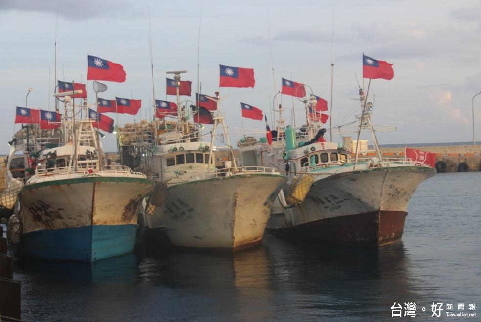 屏東3漁船停靠太平島補給 軍方熱情接待送餐