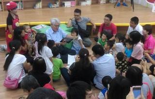 李進勇縣長邀請家長們參與親子共讀,讓閱讀成為孩子未來充沛的養分。(記者陳昭宗拍攝)