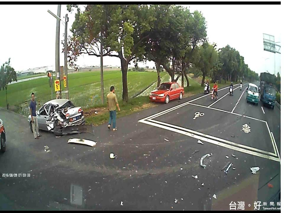 雲林台一線發生對撞車禍 警消迅速搶救受困民眾