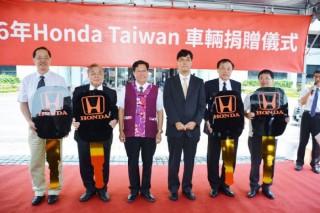 鄭市長感謝Honda Taiwan捐贈5部汽車,提供技職教育的年輕學子更多訓練空間,讓台灣技職教育發展的更好。