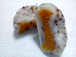 署立南投醫院營養師教您自製健康月餅。(記者扶小萍攝)