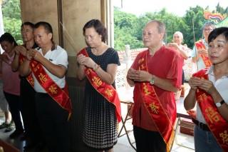 南投市長宋懷琳虔誠為市民祈求平安。