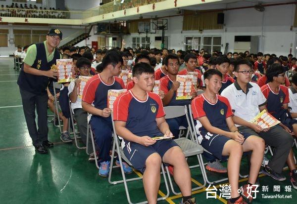 北港警校園宣導反詐騙 加強親職教育功能