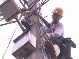風災過後四處停電 台電全日無休搶修