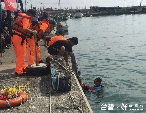 讓漁民安心出海 四二岸巡大隊救生救難演練展實力
