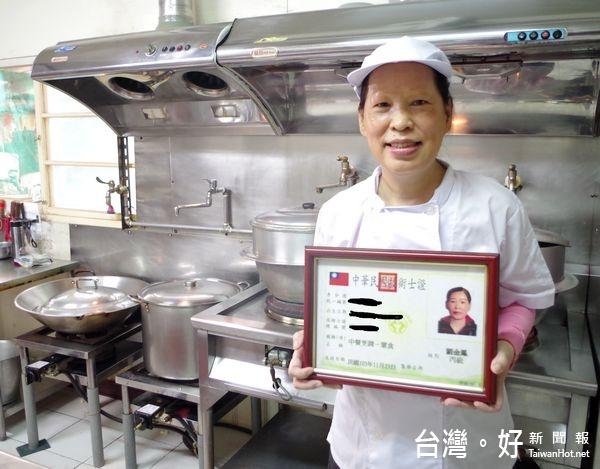 活到老學到老 59歲劉金鳳考取中餐丙級證照