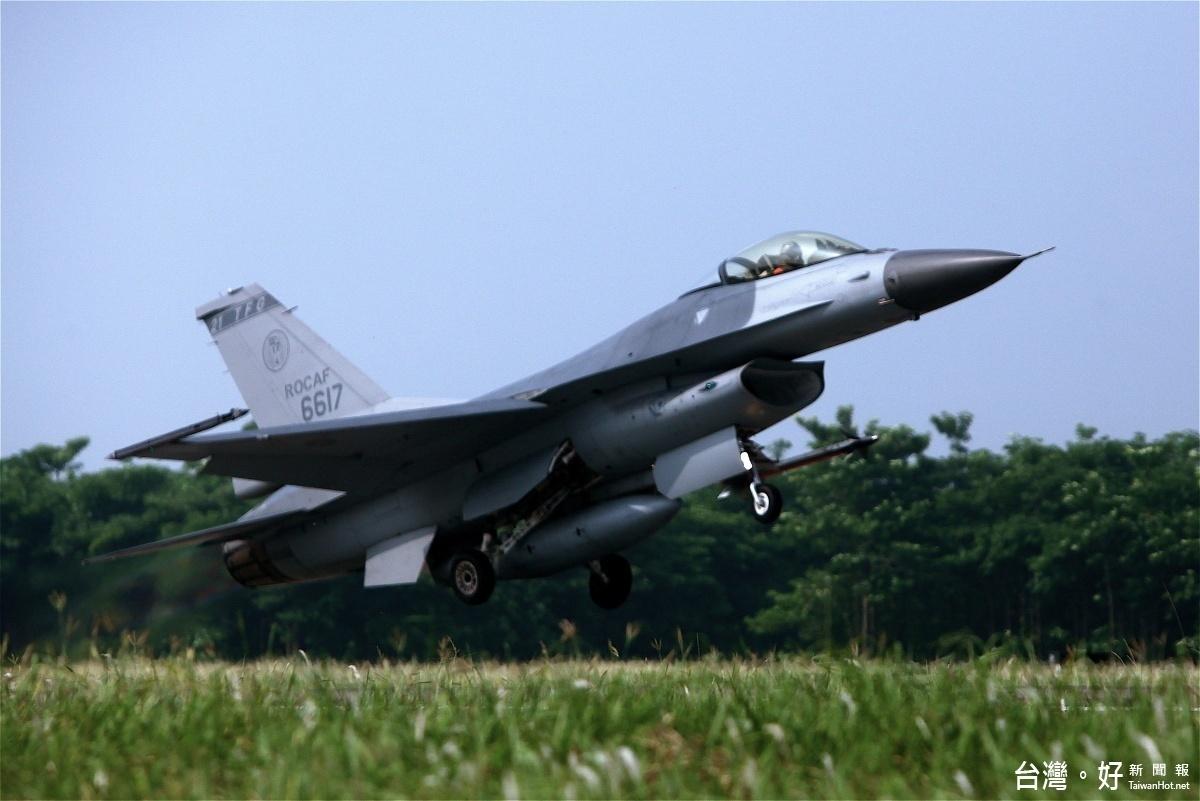 花蓮天空傳巨響 主因F16戰機超音速試飛