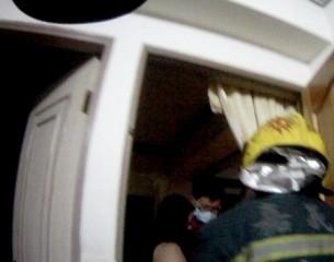 女子教養問題企圖跳樓輕生 警即刻到場救援