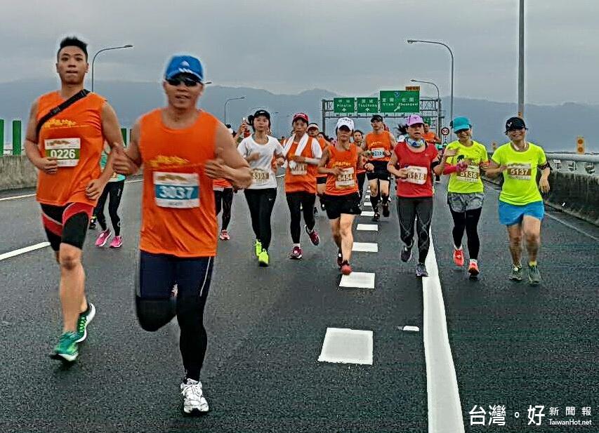 宜蘭國道馬拉松熱鬧登場 肯亞好手抱走男女雙冠