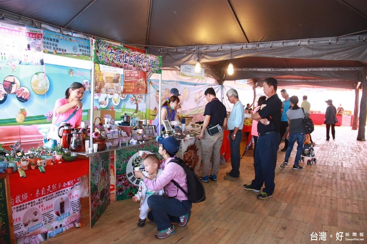 中台灣農博展售美食區超夯 4縣市攤位琳瑯滿目