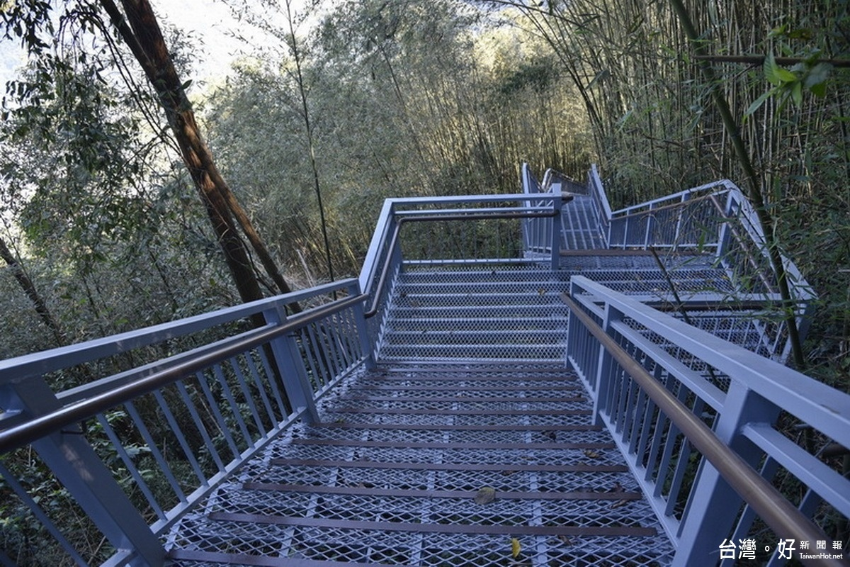 雙龍瀑布棧道興建完成 預計明年初開放
