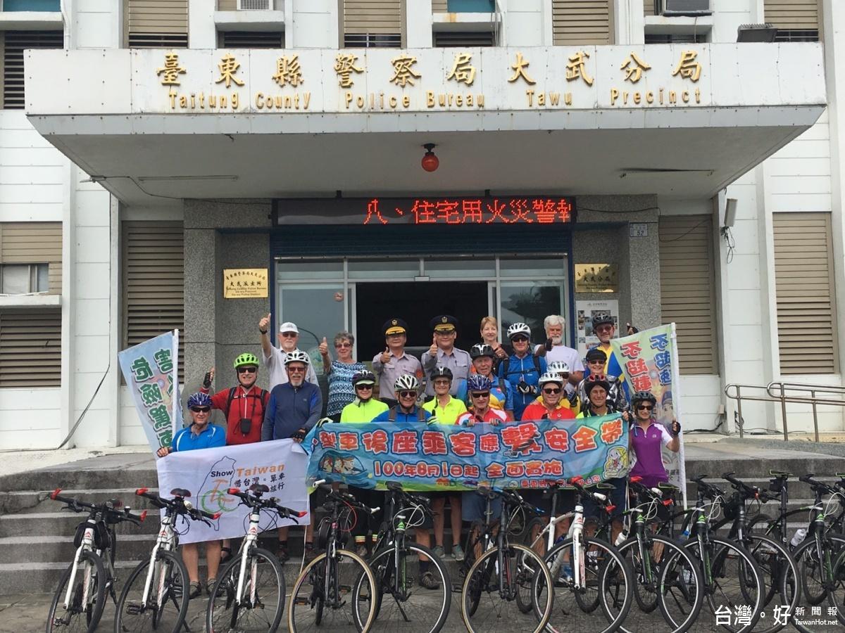 外國遊客單車環島 讚台灣人情味濃