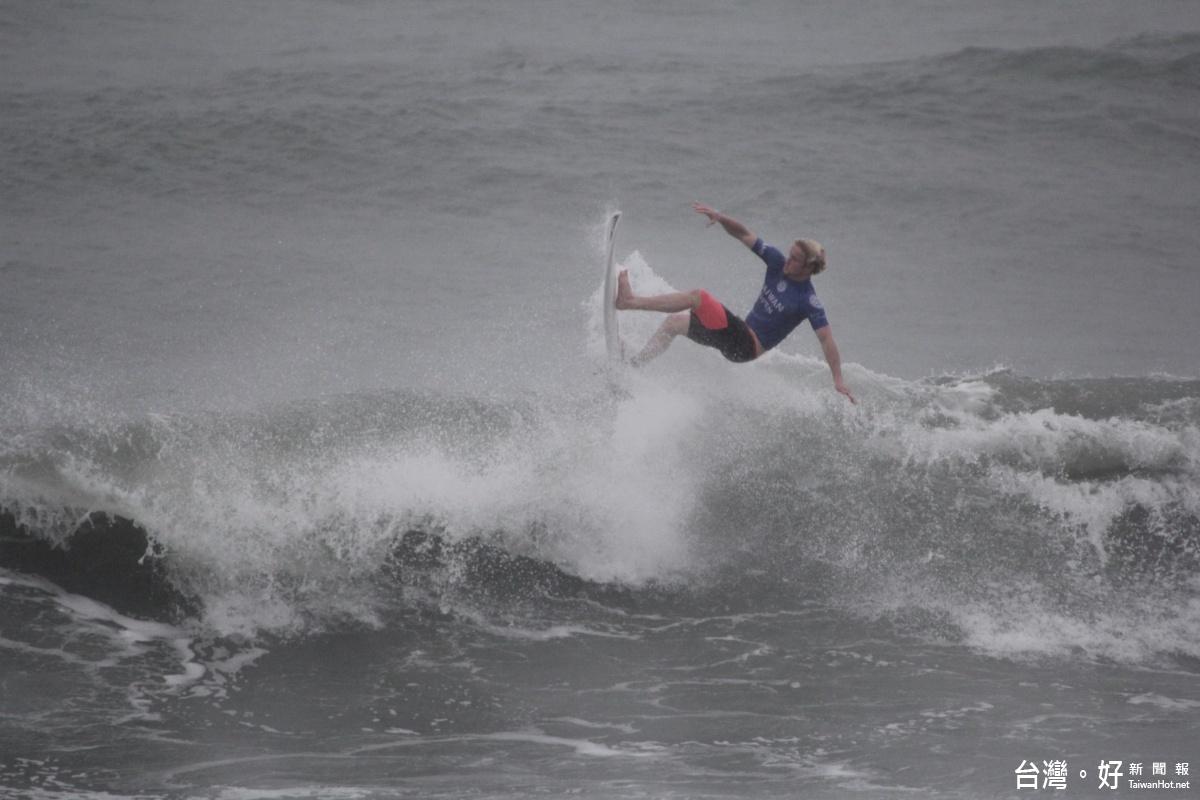 台灣國際衝浪賽 上百名國際選手齊聚台東海岸