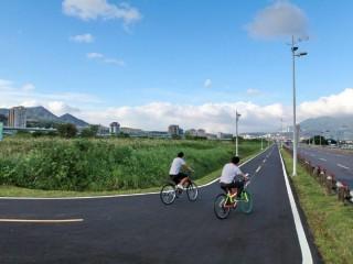 大臺北都會公園段主線自行車道已完成拓寬為全線4米寬雙向自行車道。(圖/記者黃村杉攝)