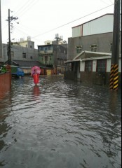 今年的梅姬颱風期間安定區蘇林里及蘇厝里淹水現象。(記者邱仁武檔案照片)