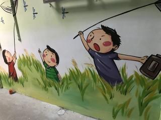 板橋民權里長周碩財爭取經費,將巷弄內民宅牆面彩繪,綠美化社區家園。(圖/記者黃村杉攝)