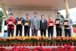 行政院農業委員會農糧署17日在希望廣場頒獎表揚105年度新出爐6家亮點茶莊。