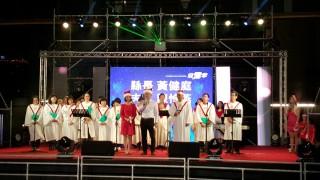 臺東縣長黃健庭及夫人在25日的迎雪音樂晚會,獻上祝福詞。