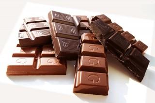 衛福部食藥署表示,從2017年1月1開始,凡是可可低於35%的商品還叫巧克力,將依食品安全衛生管理法開罰新台幣4萬到400萬元。(圖/Pixabay)