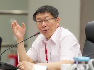 台北市長柯文哲為了北車聯合防災中心一事,一拖再拖與中央互槓,柯文哲說,以為換蔡政府上來會好一點,結果也沒有比較快好。(圖/資料照片)