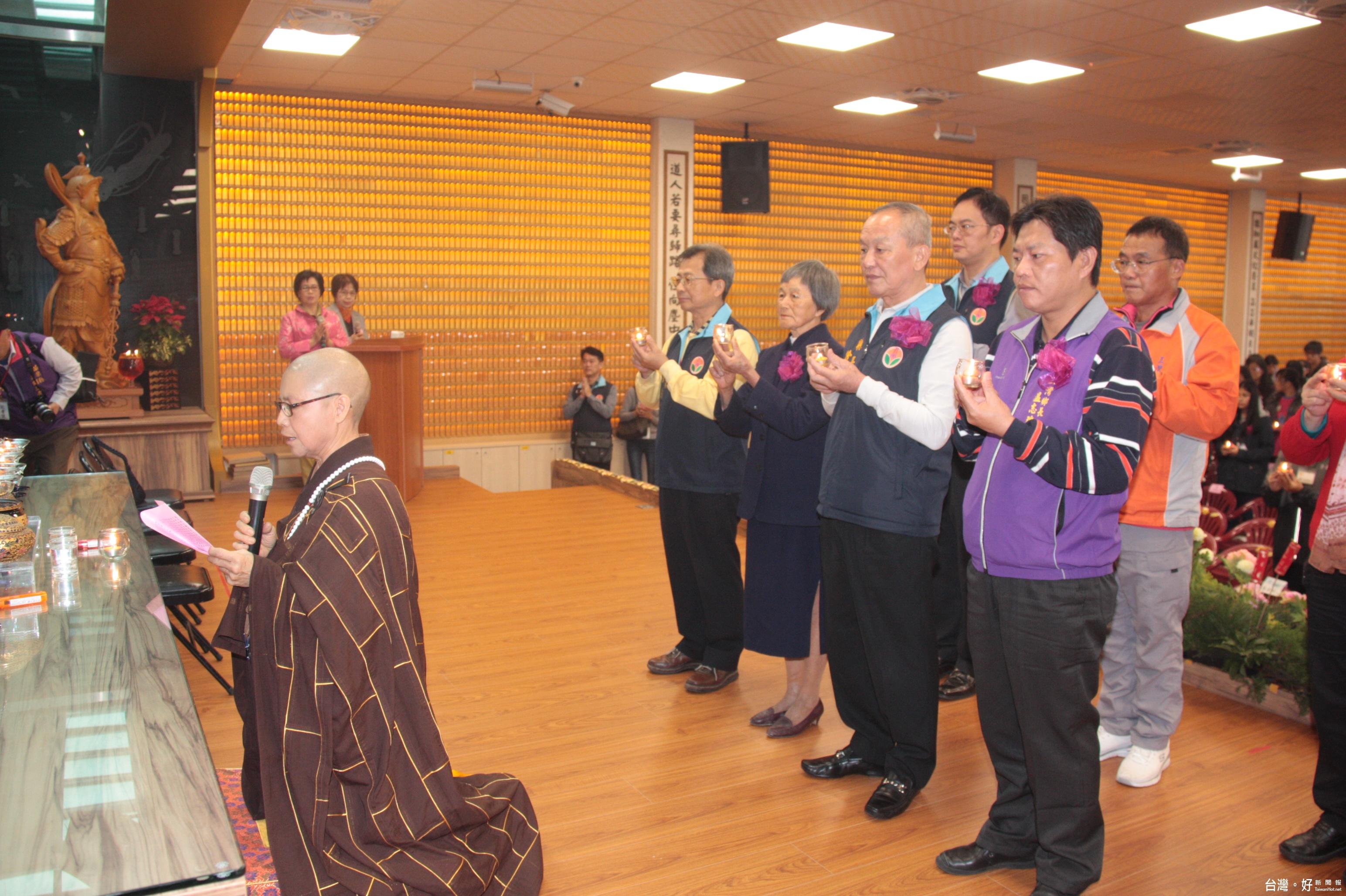 三灣彌陀寺祈福法會 捐贈國中小百萬獎助學金