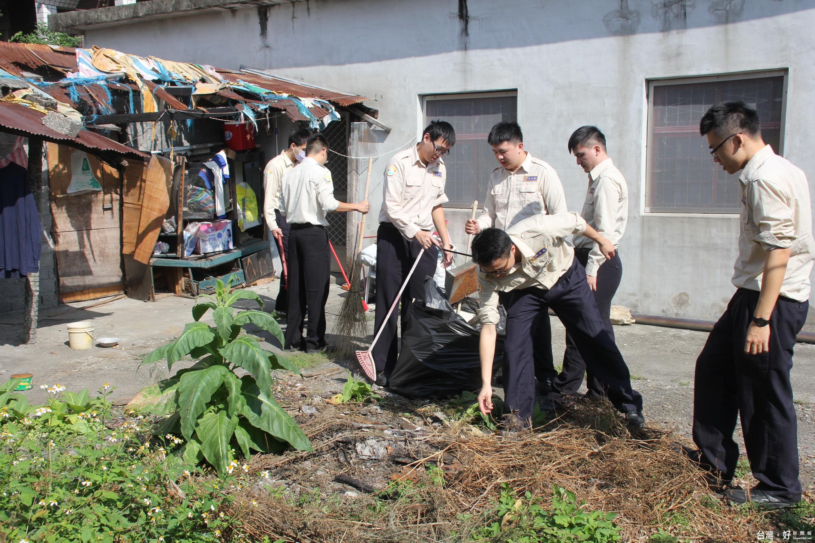 就近關懷獨老 替代役男到府協助環境清潔獻愛心