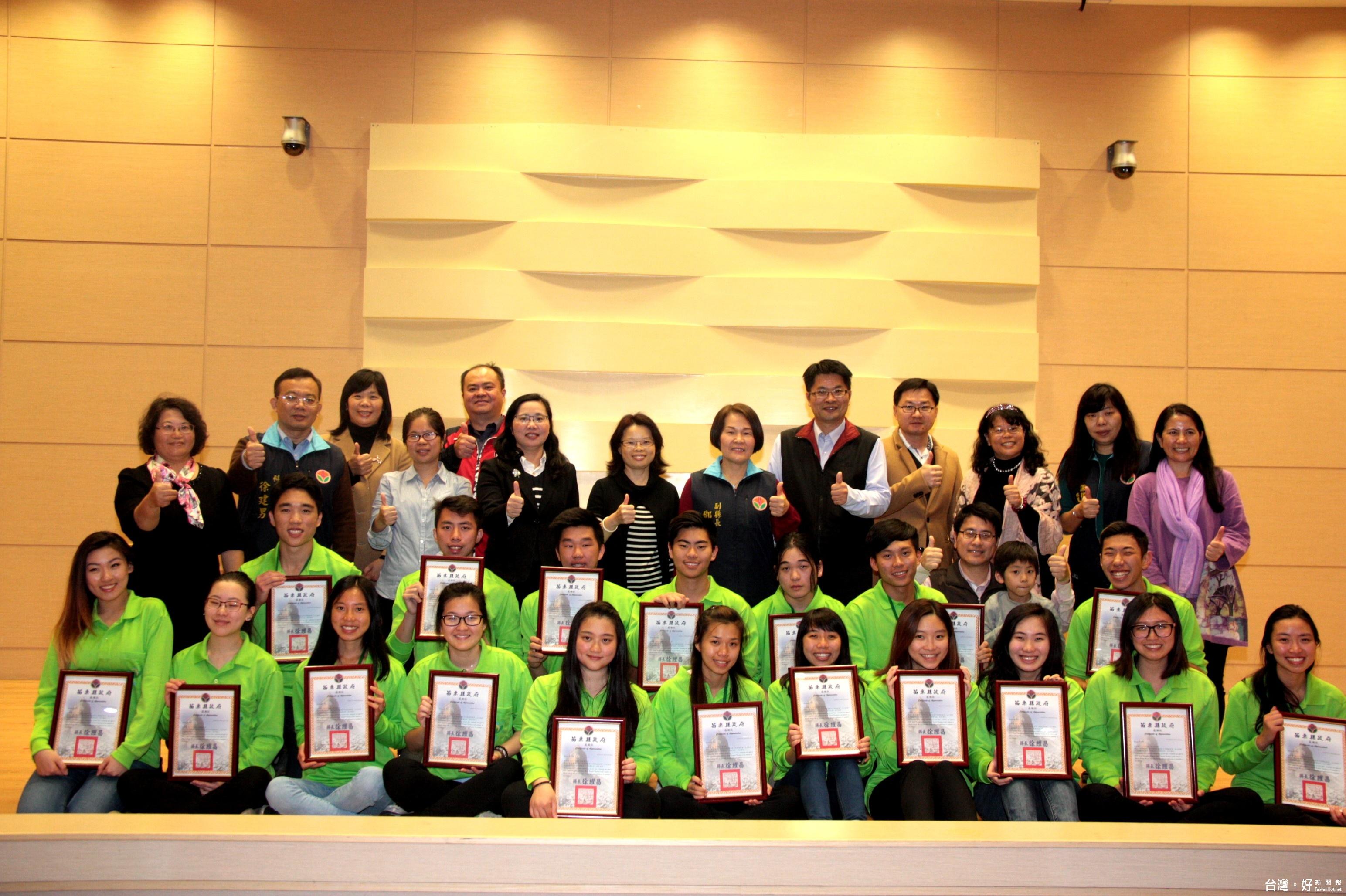 結束2周下鄉服務 南半球華裔青年英語服務營成果發表