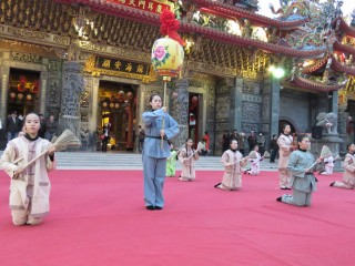 莊嚴隆重的封印大典中,由藝姿舞蹈團員表演全國最具鄉土文化特色的「御風舞」及「淨心舞」
