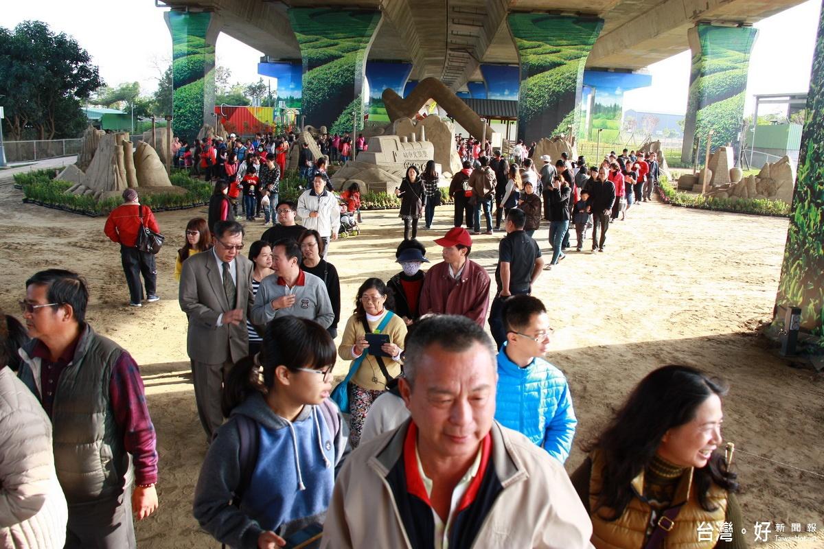 南投國際沙雕文化園區揭幕 2小時湧進數千遊客