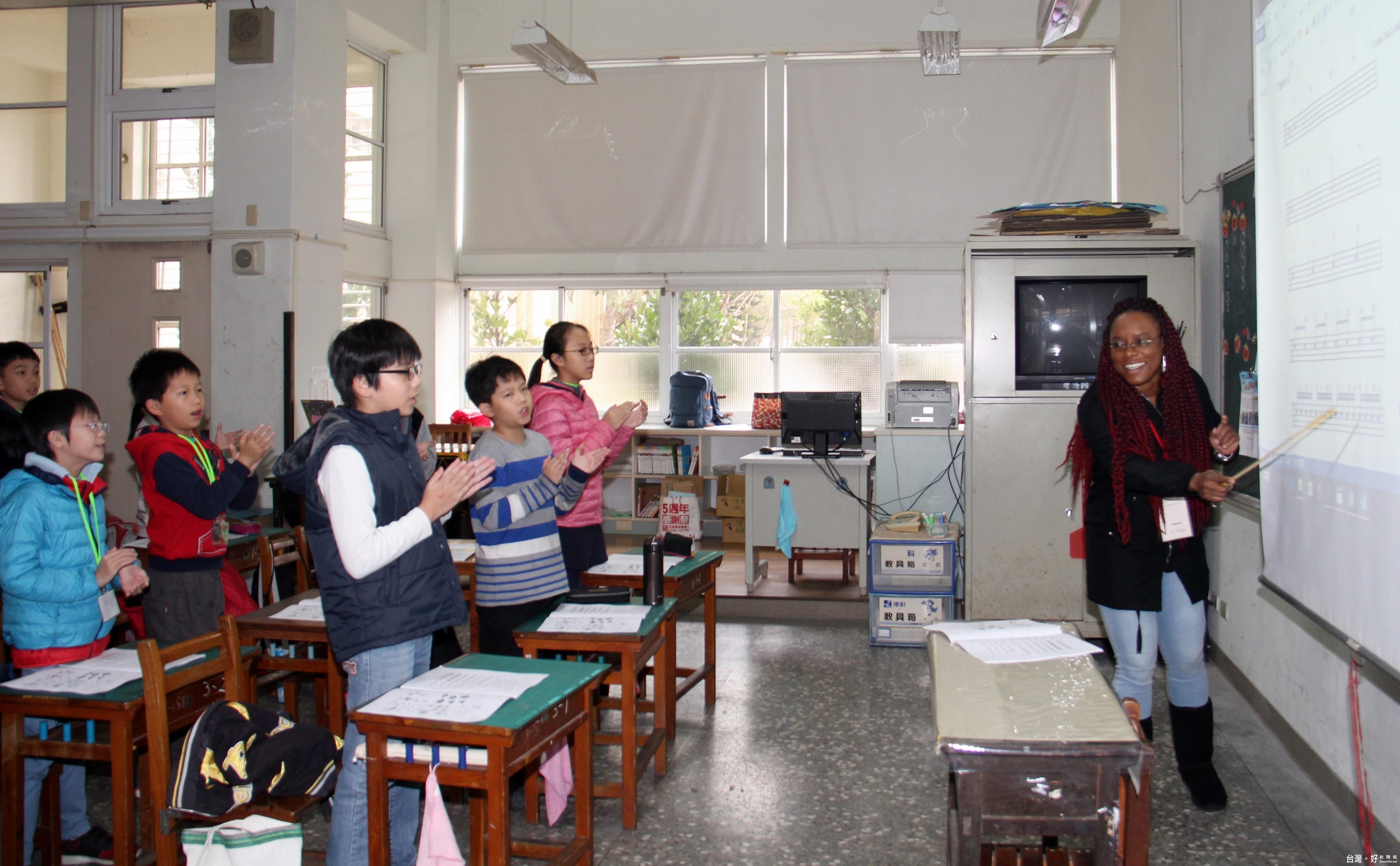 苗縣國中小英語冬令營開跑 外籍師互動課程寓教於樂