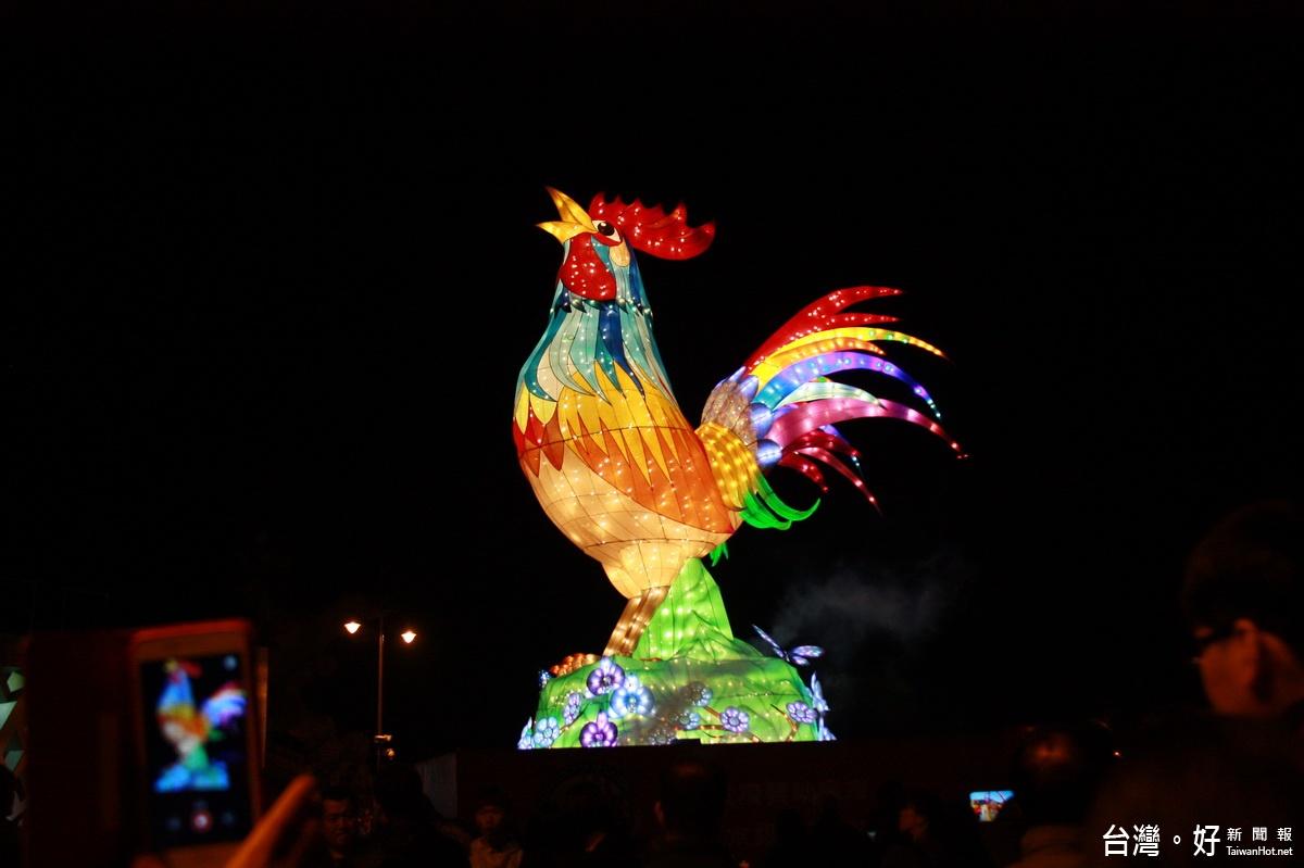 南投燈會15米「吉鳴春曉」點燃 12燈區璀璨迎賓