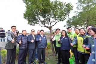 鄭市長表示,城市綠化及都市樹木管理的議題日益重要,為同仁帶來更多提升都市綠化、正確種樹的新觀念。