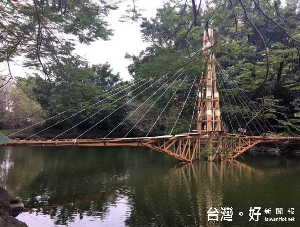 元智大學藝術與設計學系大三的「結構與造型」這門課中,學生自己設計、建造木橋