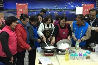 羅東舉辦作粿教學歡喜迎新年。(圖/羅東鎮公所提供)