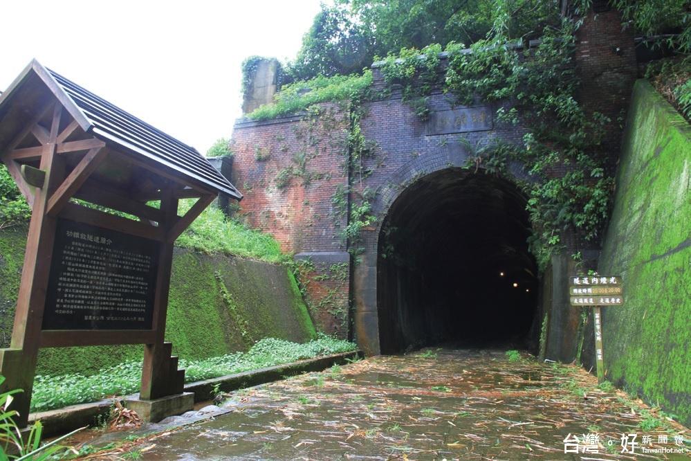 全台唯一鐵道城牆式隧道 功維敘隧道超夯