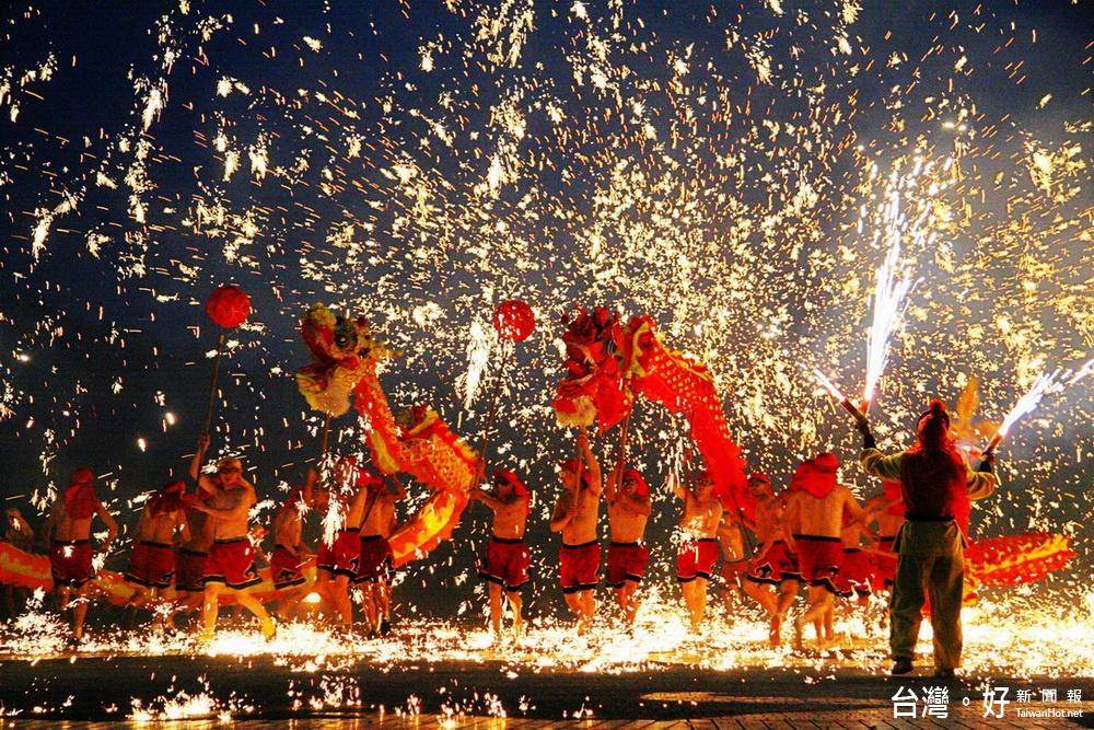 重慶銅梁火龍首次來台 南投燈會逗陣慶元宵