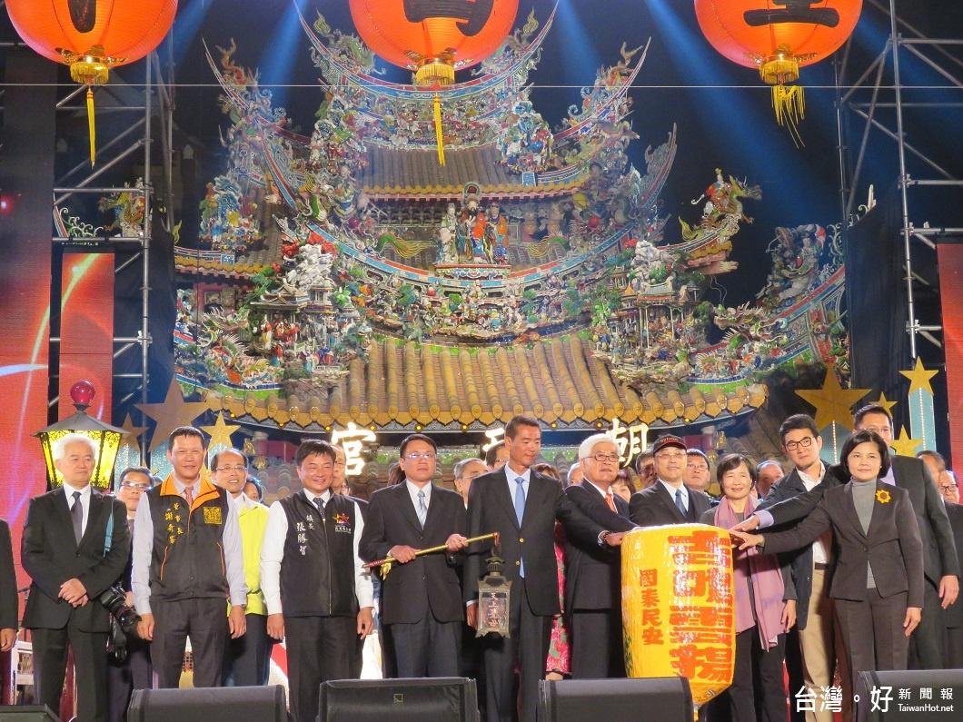 台灣燈會北港燈區啟燈 現場湧進20萬民眾