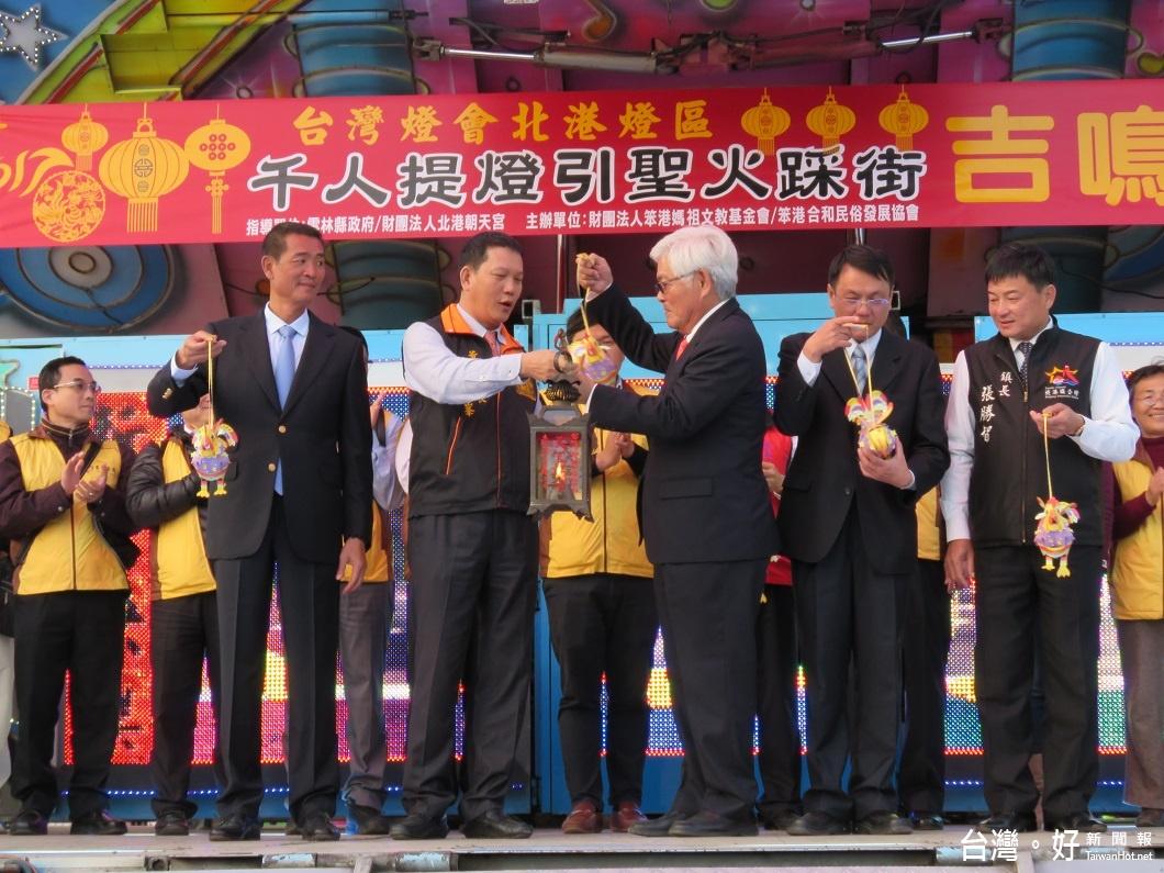 配合台灣燈會擴大舉辦 千人提燈踩街好熱鬧