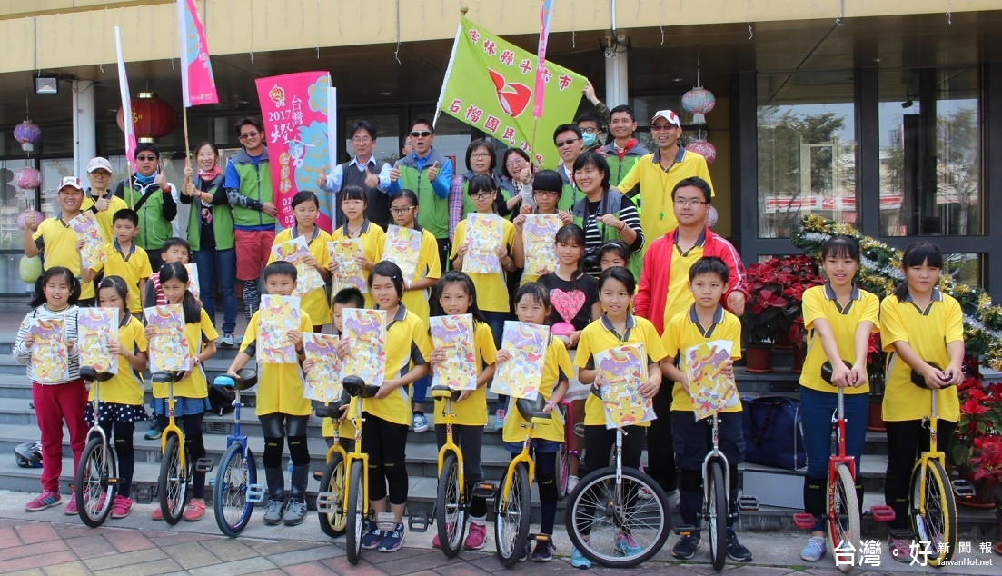 28年首次!台灣燈會在雲林 石榴國小學生騎獨輪車宣傳